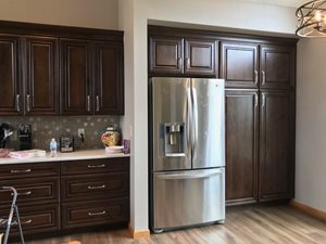 Dark-Cabinets-and-Light-Cambria